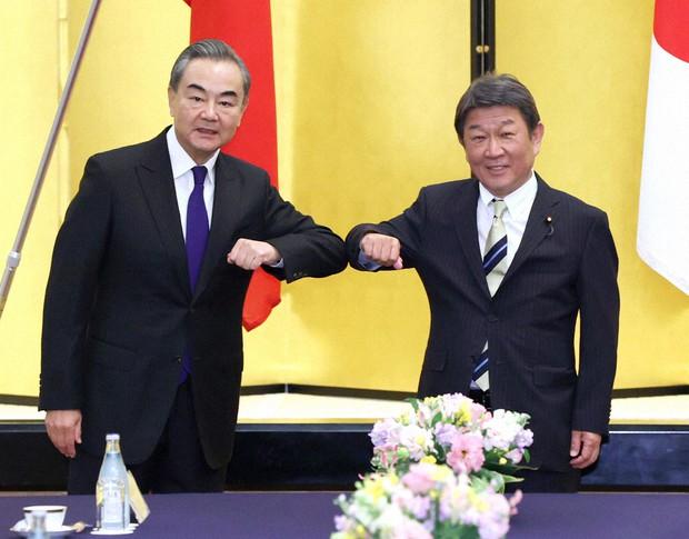 中国国務委員兼外相王毅は24日に訪日、日本の茂木敏充外相と会談した